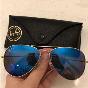 Ray Ban Aviator w/ blue lenses & black case